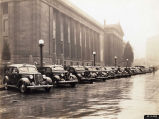 Police cars and officers in front of War Memorial Building in Nashville, Tennessee, circa 1935