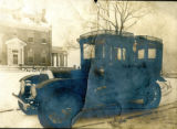 Automobile at the Bonnie Brae residence, Nashville, Tennessee, n.d.